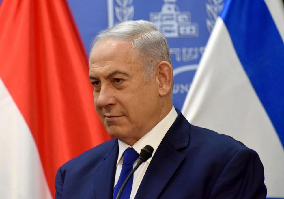 Premiê israelense, Benjamin Netanyahu, durante encontro em Jerusalém em julho — Foto: Debbie Hill / AFP