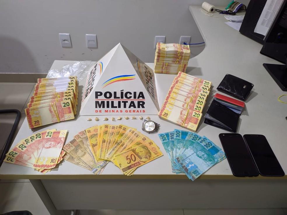 Em dezembro de 2019, homem foi preso com R$ 64 mil — Foto: Polícia Militar / Divulgação