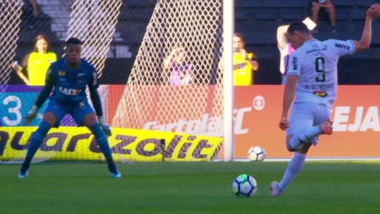 """Zé Ricardo fala em resultado""""duro"""" e reconhece queda no segundo tempo: """"Podiam ter feito até mais"""""""