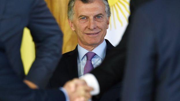 """No último dia 7, o presidente Mauricio Macri disse que foi """"otimista demais"""" ao achar que a inflação seria combatida mais rapidamente (Foto: AFP via BBC News Brasil)"""