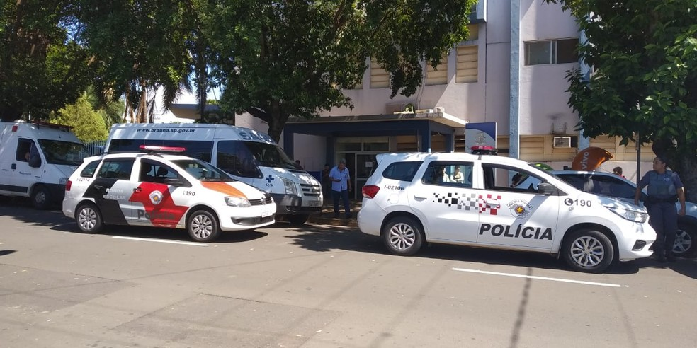 Polícia Militar em frente à Santa Casa de Araçatuba onde o crime aconteceu — Foto: Arquivo Pessoal