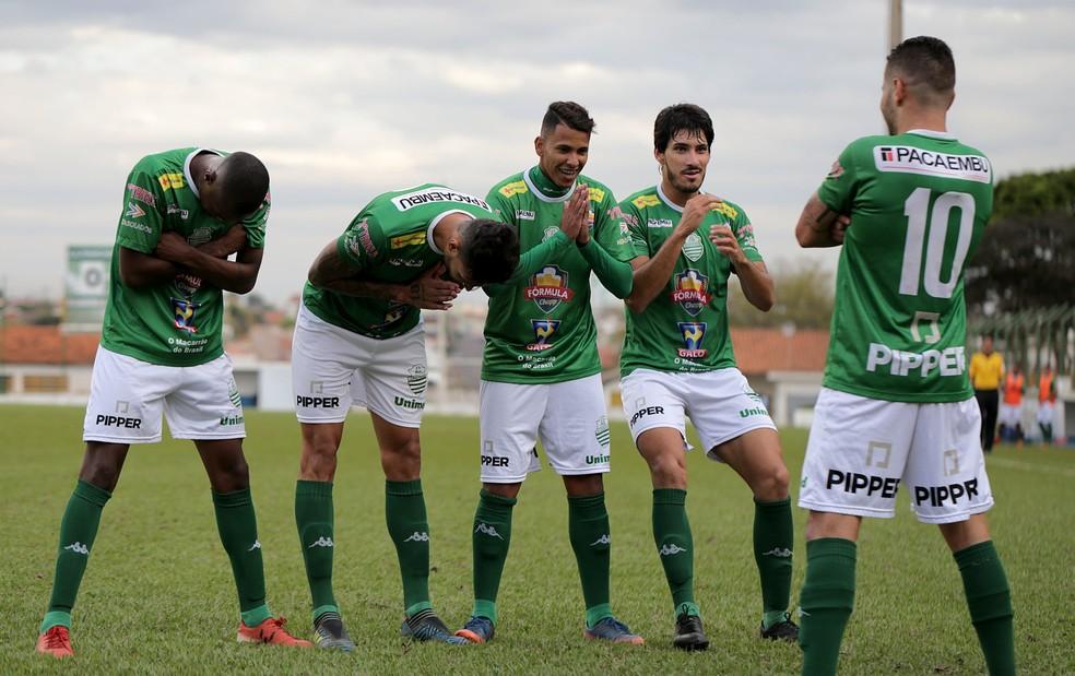 7b01c9936cbdd ... Jogadores da Francana comemoram gol na primeira fase  grupo é  considerado o mais fácil —