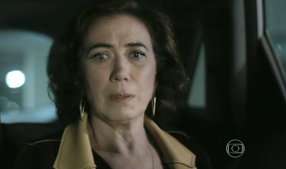 Maria Marta (Lilia Cabral) sofre com plano para ver se José Alfredo (Alexandre Nero) está mesmo morto - 'Império' — Foto: Globo