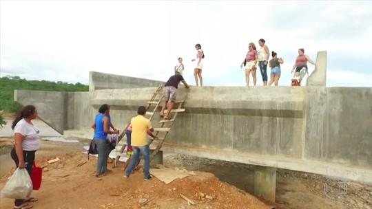Obra de ponte que dá acesso a município do PI nunca foi concluída