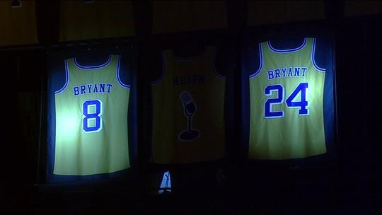 Diante de lendas do basquete, Kobe Bryant tem camisas aposentadas pelos Lakers