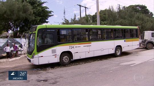 Três ficam feridos após tentativa de assalto a ônibus em Olinda