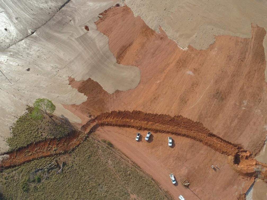 Técnicos verificam os danos — Foto: Sema-MT/ Assessoria