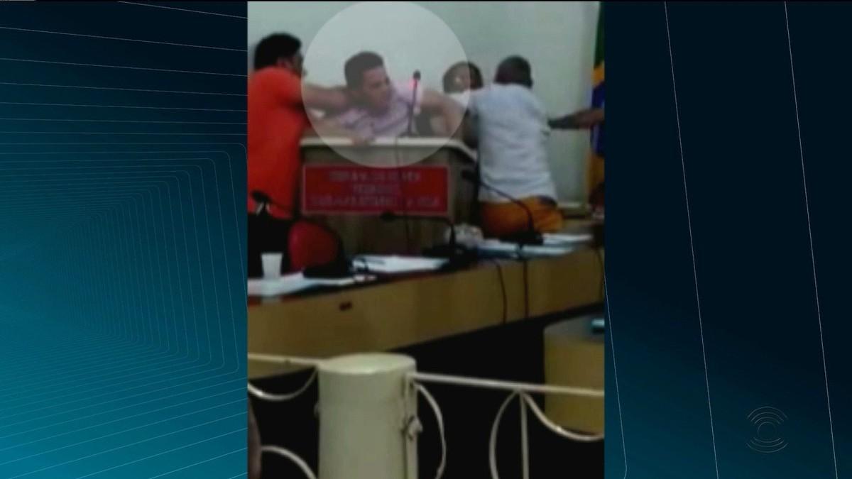 Vídeo flagra briga entre parlamentares na Câmara de Cachoeira dos Índios, PB