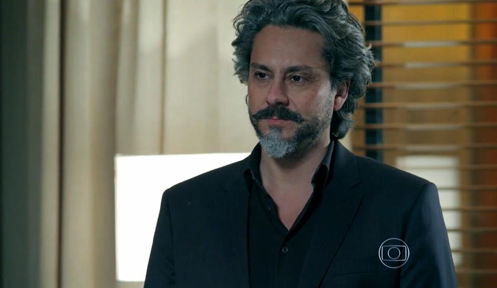 José Alfredo (Alexandre Nero) fica surpreso com proposta de Maria Marta (Lilia Cabral) sobre Cristina (Leandra Leal) - 'Império' — Foto: Globo