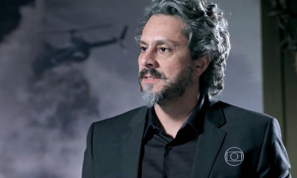 José Alfredo (Alexandre Nero) fica arrasado ao ouvir que Isis (Marina Ruy Barbosa) engravidou de João Lucas (Daniel Rocha) - 'Império' — Foto: Globo