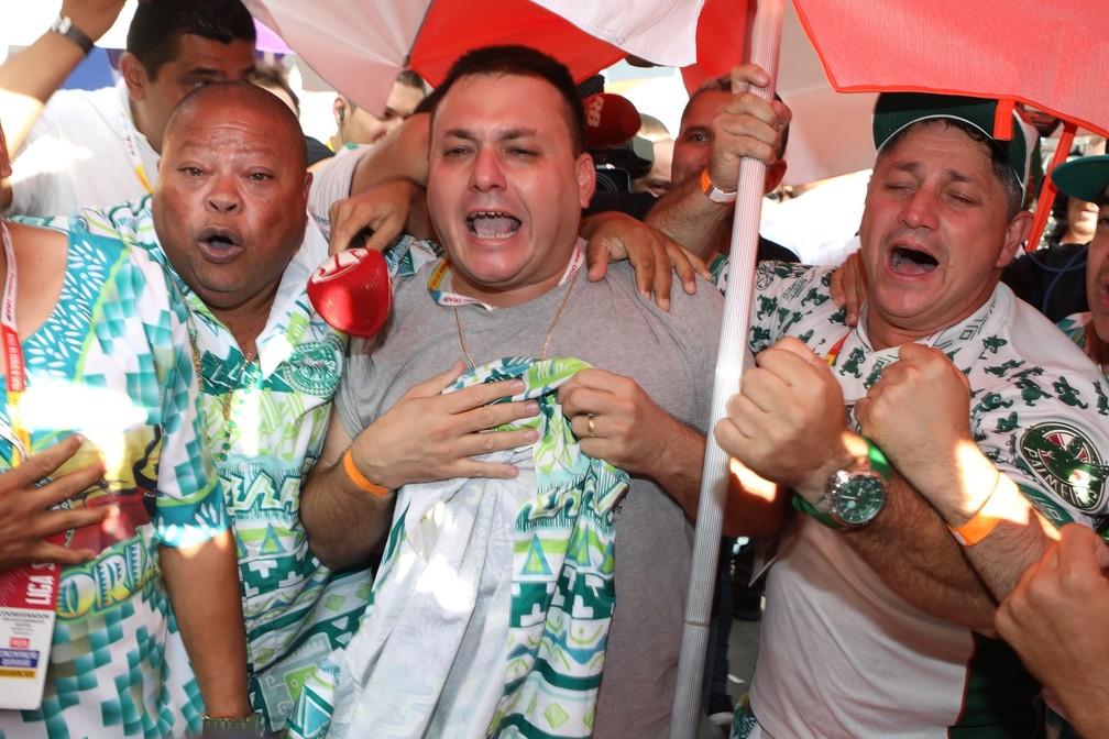 Mancha Verde comemora título de campeã do carnaval de São Paulo — Foto: Celso Tavares/G1