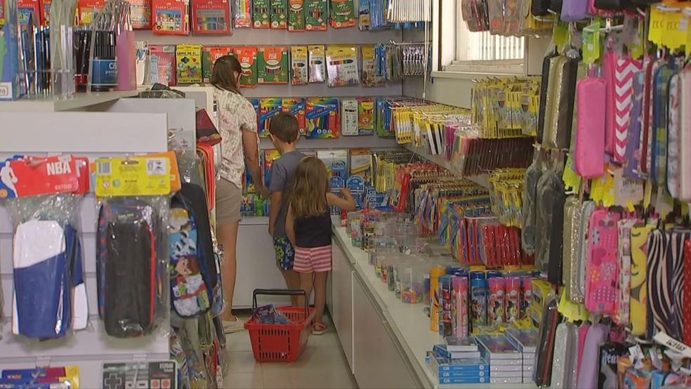 Procon constatou redução no preço do material escolar — Foto: Reprodução/TV TEM