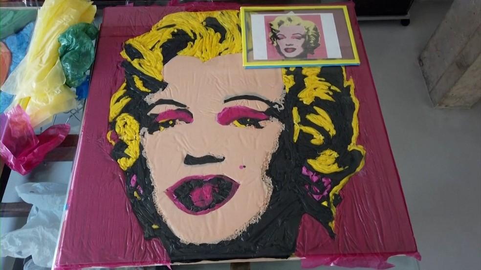 Recriação da obra Marilyn Monroe, de Andy Warhol, pelo artista Eduardo Srur — Foto: Reuters