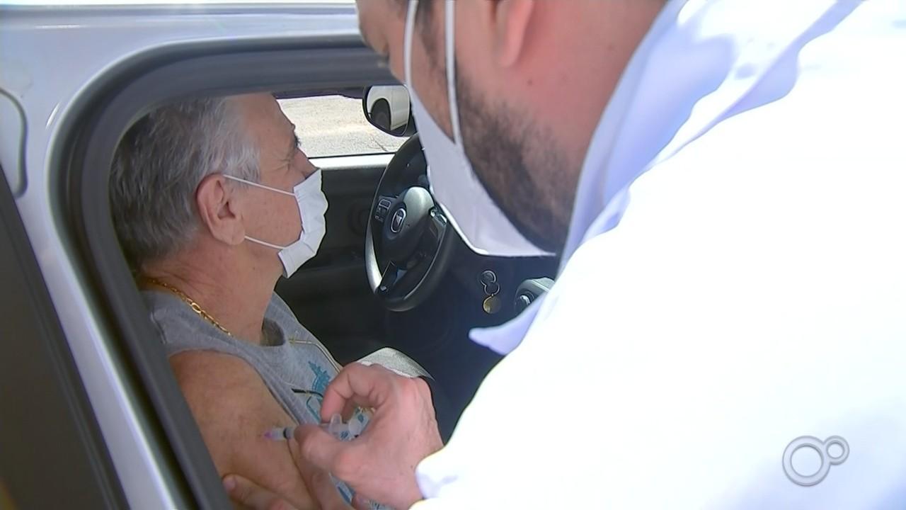 Saúde aplica vacina contra Covid em idosos a partir de 68 anos em Bauru