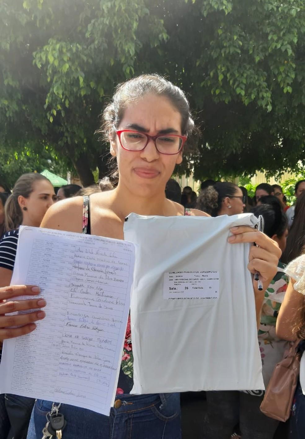 Candidatos saíram com as provas após atraso e confusão no Ceará — Foto: Lorena Tavares/ Sistema Verdes Mares