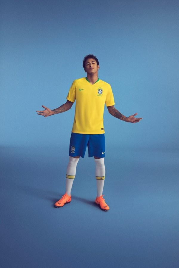 Neymar com o uniforme oficial do Brasil para a Copa da Rússia (Foto: reprodução)