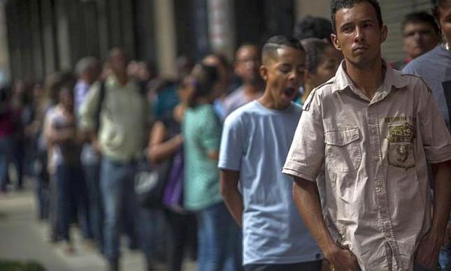 Fila em feira de emprego no Rio