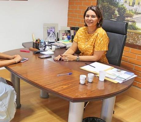 Secretária de Infraestrutura do Piauí e filha testam positivo para a Covid-19 e se isolam em casa