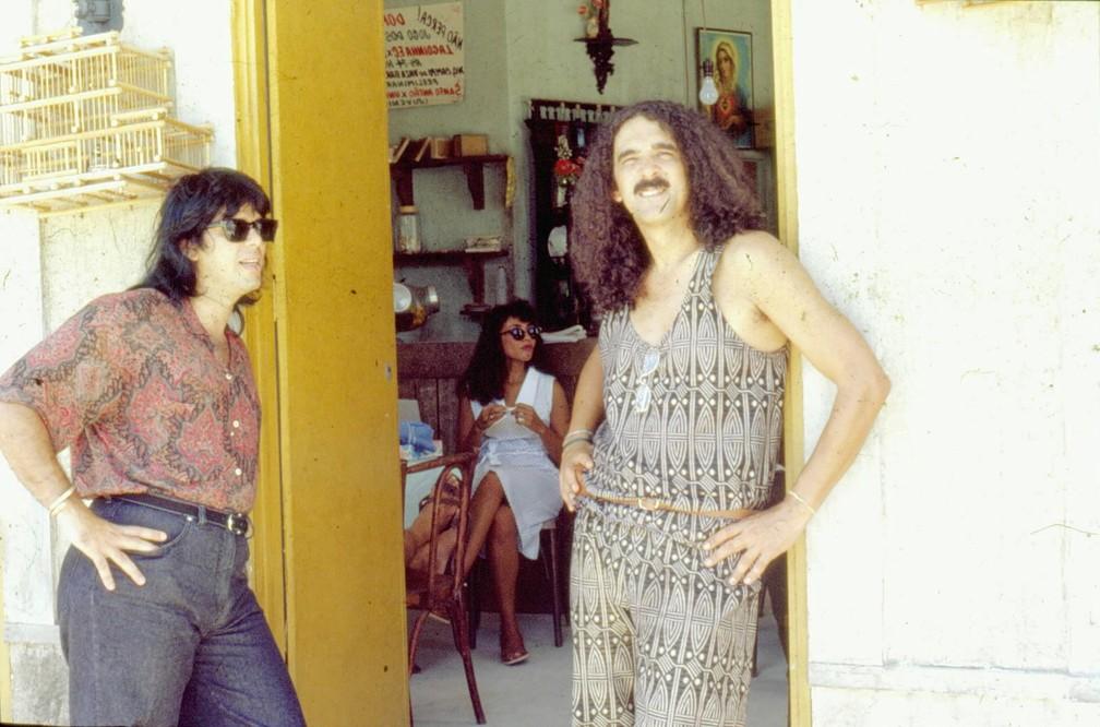 Pepeu Gomes e Moraes Moreira nas gravações da novela 'Tieta' (1989), da TV Globo — Foto: Acervo TV Globo