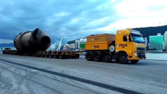 Parte de fábrica é transportada por oito carretas do ES a MG