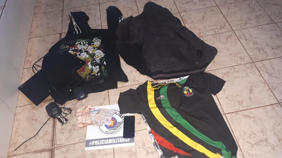 Cinco são detidos suspeitos de assaltarem posto de gasolina em Borborema — Foto: Polícia Militar