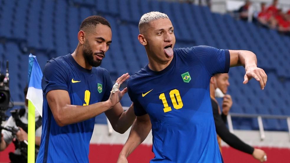Richarlison comemora gol do Brasil — Foto: REUTERS/Molly Darlington