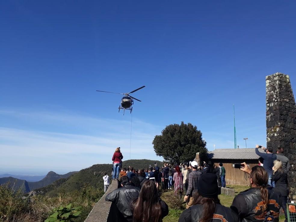 Resgate foi feito na Serra do Rio do Rastro — Foto: PM/Divulgação