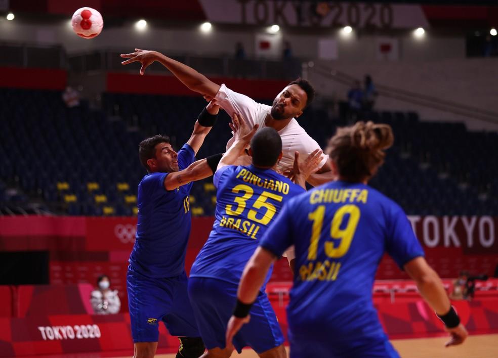 Brasil teve dificuldades na marcação diante da França — Foto: Reuters