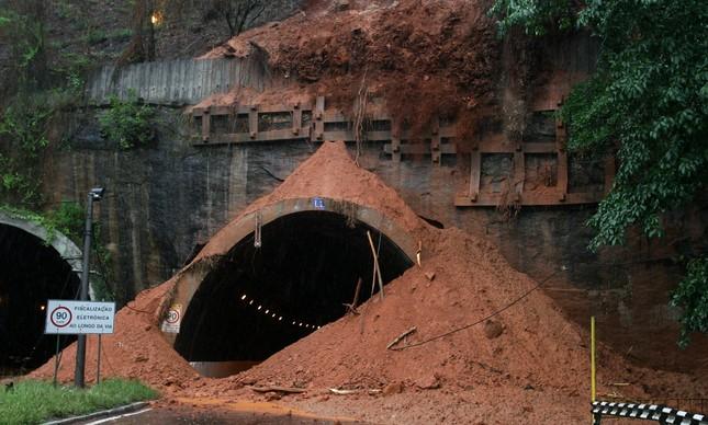 Em outubro de 2007, delizamento fechou galeria do Túnel Rebouças