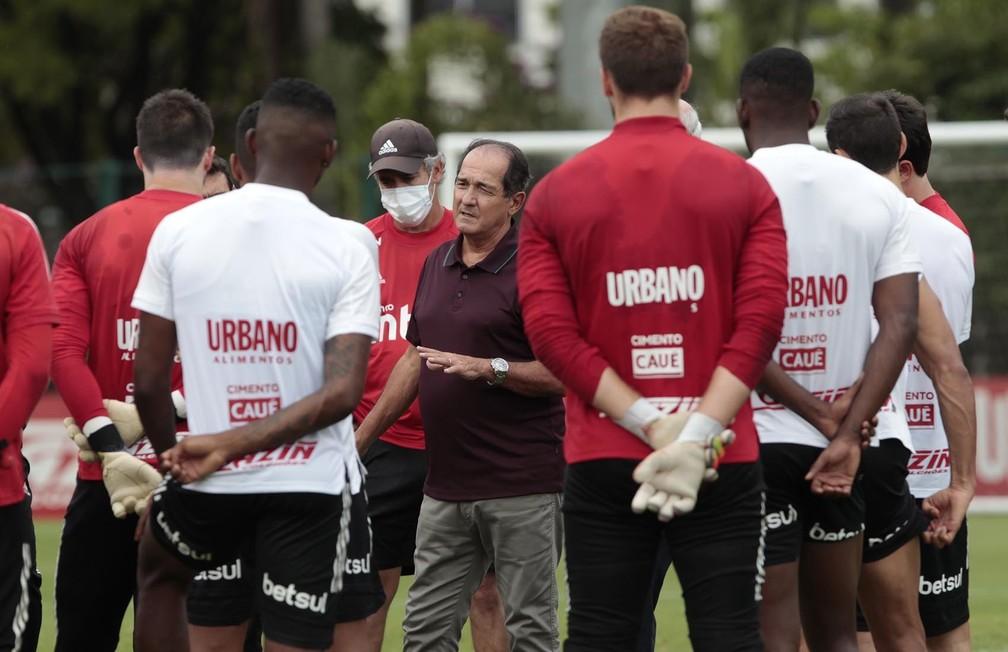 Muricy Ramalho em reunião com elenco do São Paulo — Foto: Rubens Chiri / saopaulofc