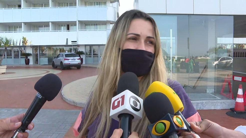 Educadora física Livania Quitanilha diz que filho tirou foto com o artista pouco antes da queda — Foto: Reprodução/TV Globo