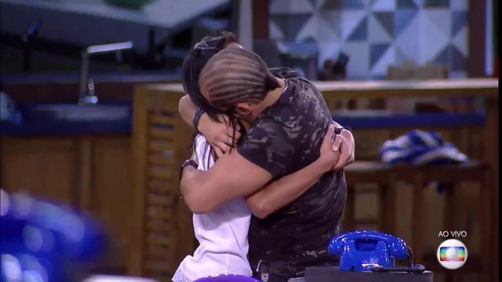 Momento fofo entre Gleici e Kaysar. Alguém emocionado? (Foto: TV Globo)
