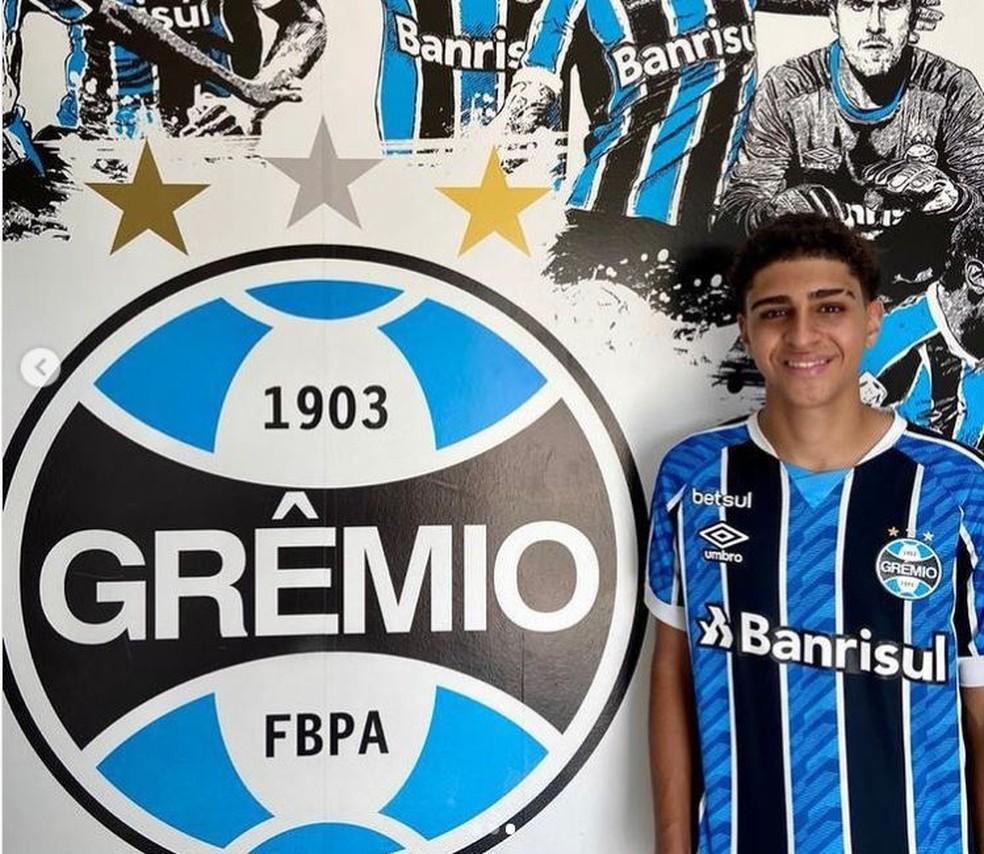 Adriano Carvalho, filho de Adriano Imperador, assina com o Grêmio — Foto: Arquivo pessoal