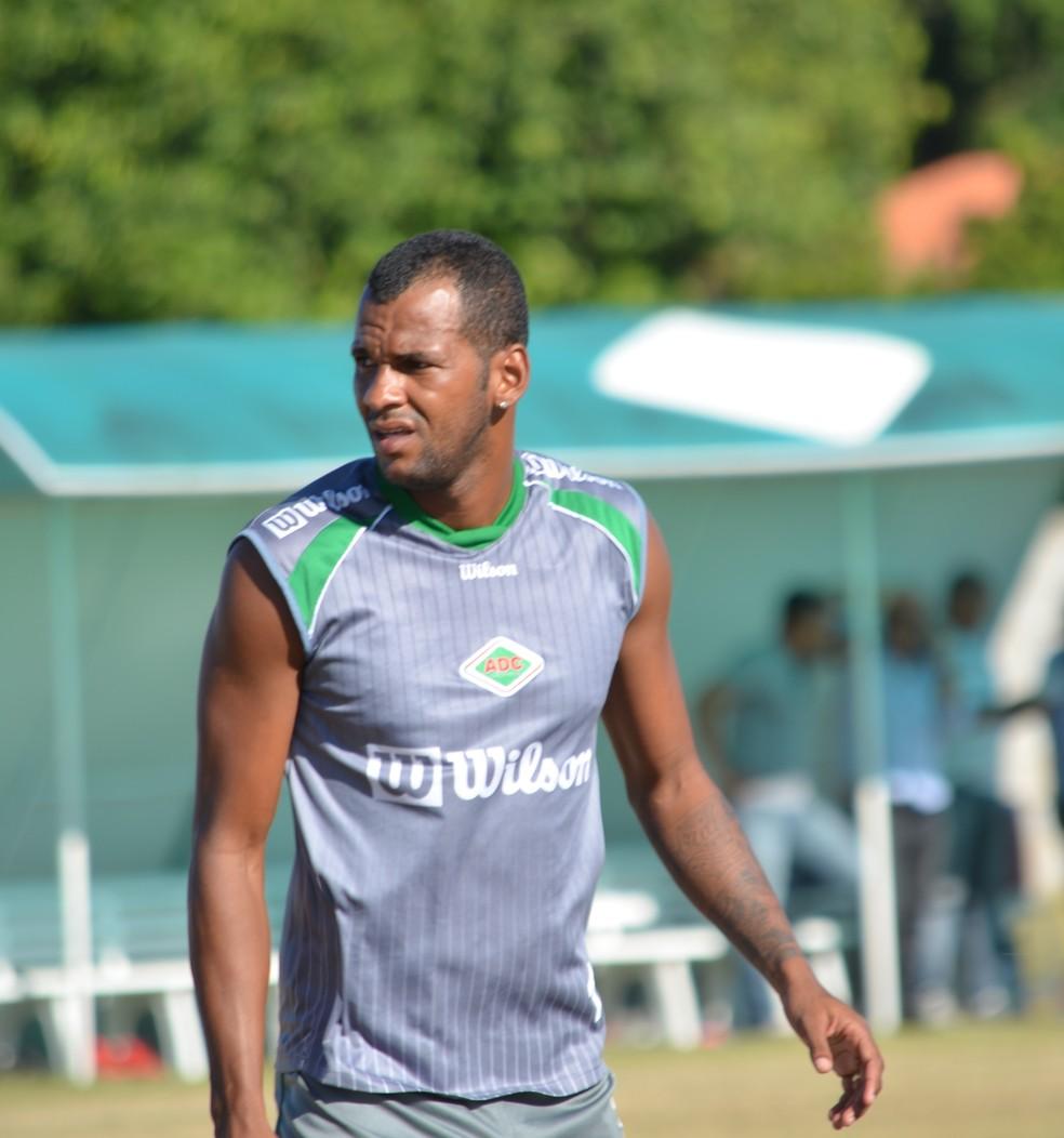 Daniel Tijolo despontou com a camisa da Cabofriense, clube da sua cidade — Foto: Andréia Maciel/Divulgação