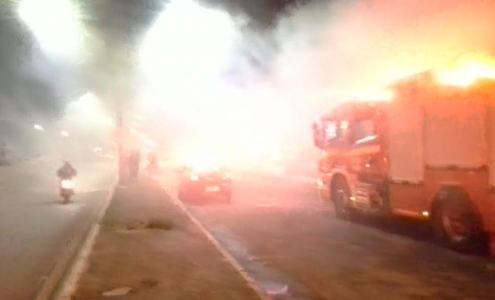 Fumaça sai de agência bancária em Planaltina — Foto: Reprodução