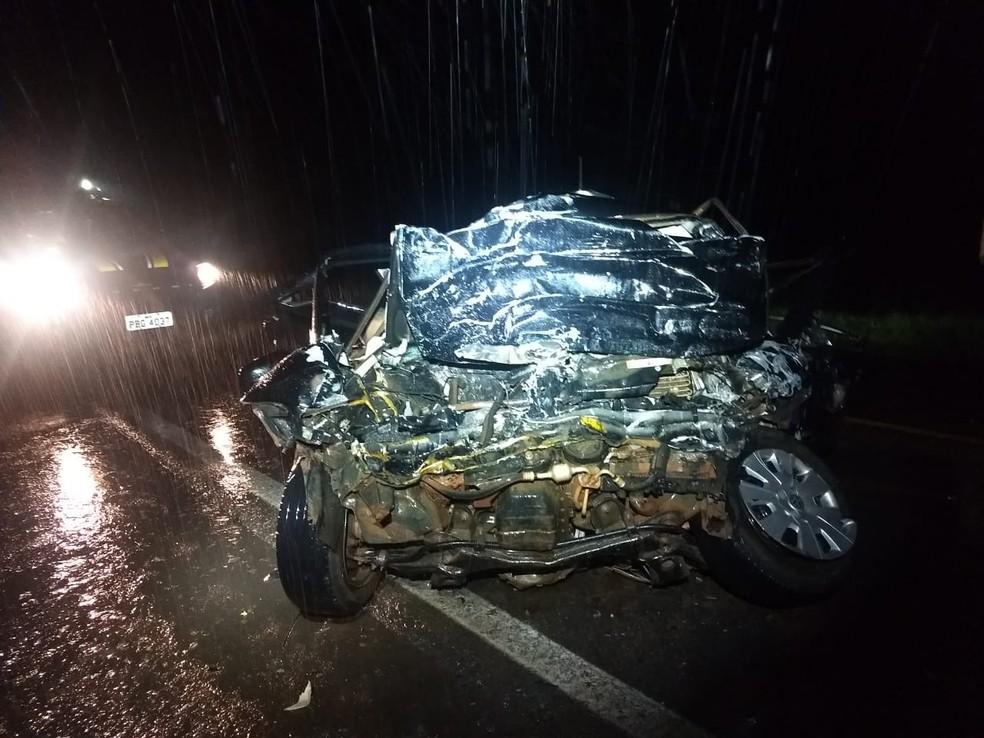 Vítimas estavam em carro que ficou completamente destruído — Foto: Arquivo pessoal