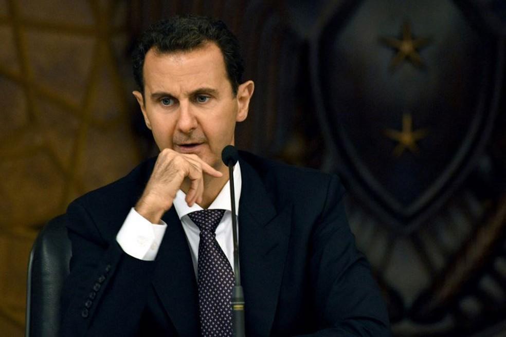 Presidente sírio, Bashar al-Assad, participa de reunião do seu partido, em Damasco, no domingo (7)  — Foto: Sana / AFP
