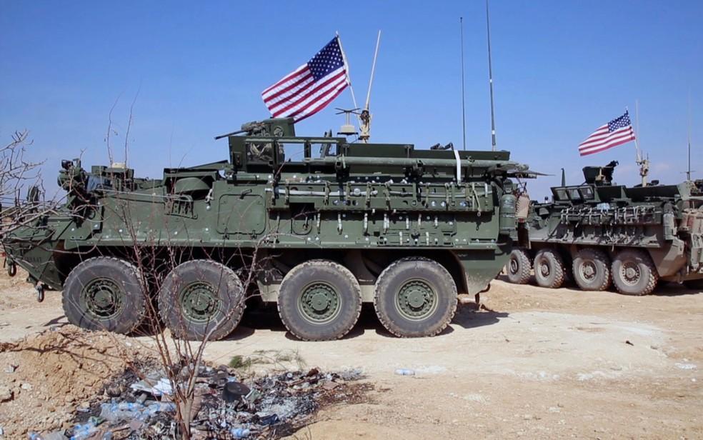 Imagem de vídeo mostra forças dos EUA nos arredores da cidade síria de Manbji, em 7 de março (Foto: Arab 24 network, via AP)