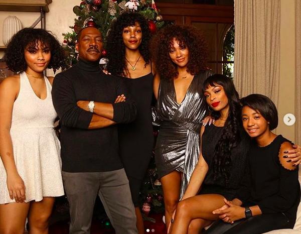 O ator Eddie Murphy em foto com algumas das filhas (Foto: Instagram)