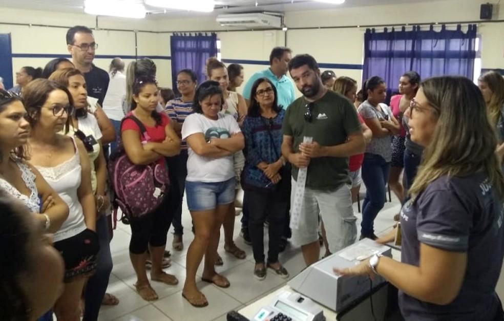 Os mesários de Noronha foram treinados  — Foto: Cândida Jucá