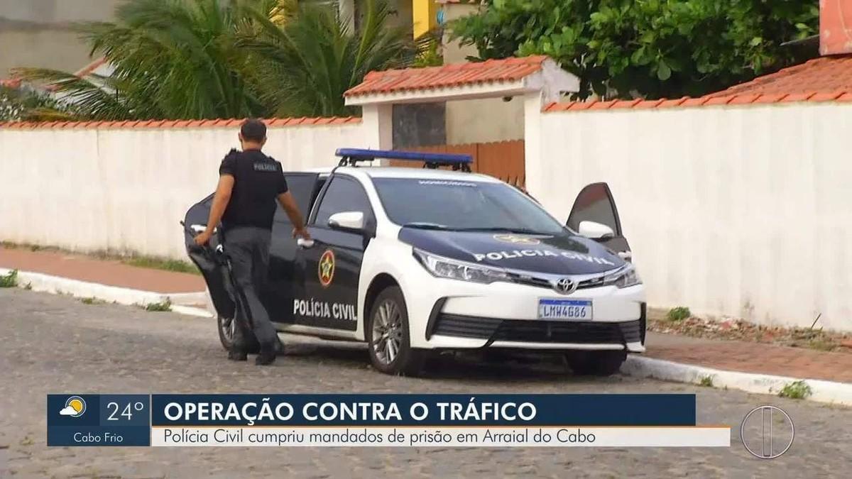 Operação contra o tráfico de drogas prende 18 em Arraial do Cabo, no RJ - G1