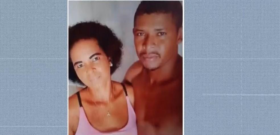 Homem é preso suspeito de matar e enterrar corpo da companheira em terreno baldio no sul da Bahia — Foto: Reprodução / TV Santa Cruz