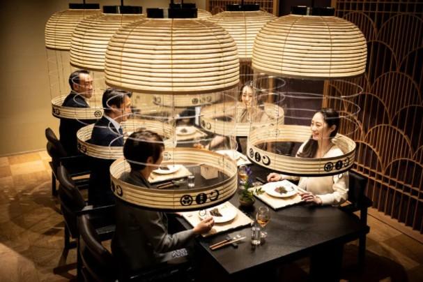 Restaurante japonês instala câmaras iluminadas para proteção contra a Covid-19 (Foto: Divulgação)
