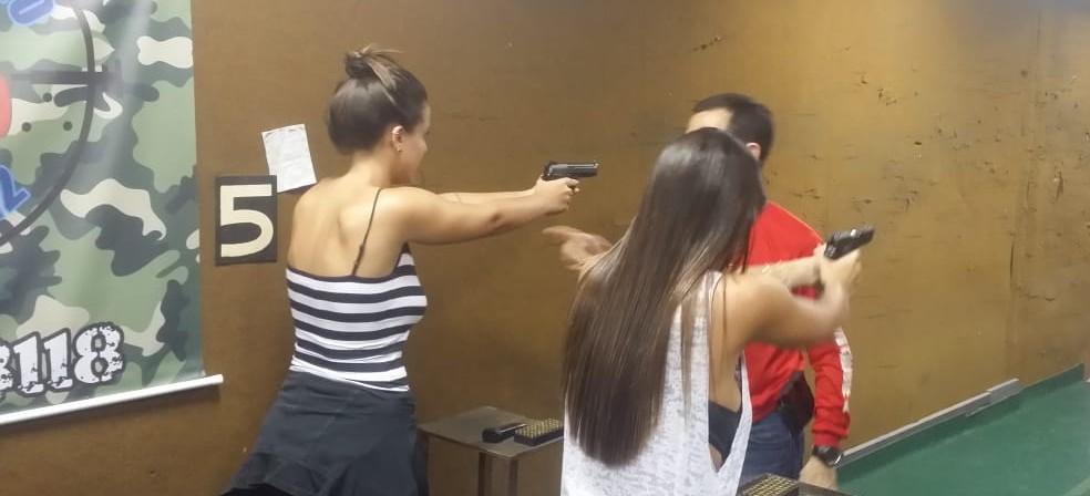 Entre os perfis que mais buscaram informações em clubes de tiros recentemente estão médicos, empresários, profissionais liberais, militares, jovens e muitas mulheres. — Foto: Divulgação