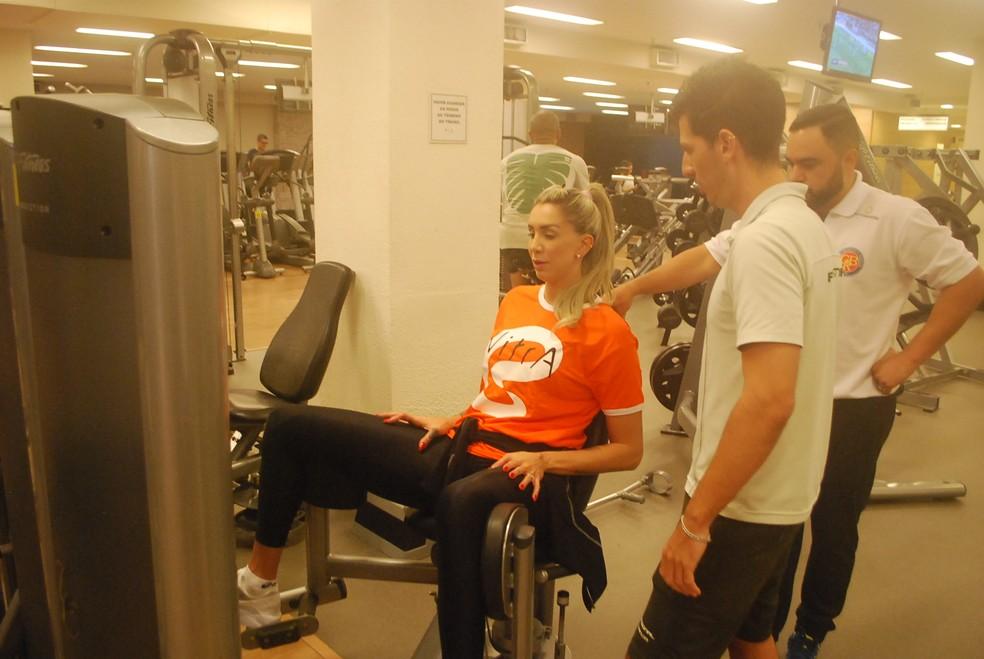Thaísa rala na academia para reabilitar o joelho (Foto: Marcos Guerra)