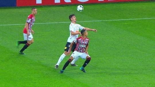 "Com defesa sólida e ""DNA"", Corinthians encorpa e se coloca como candidato a títulos"