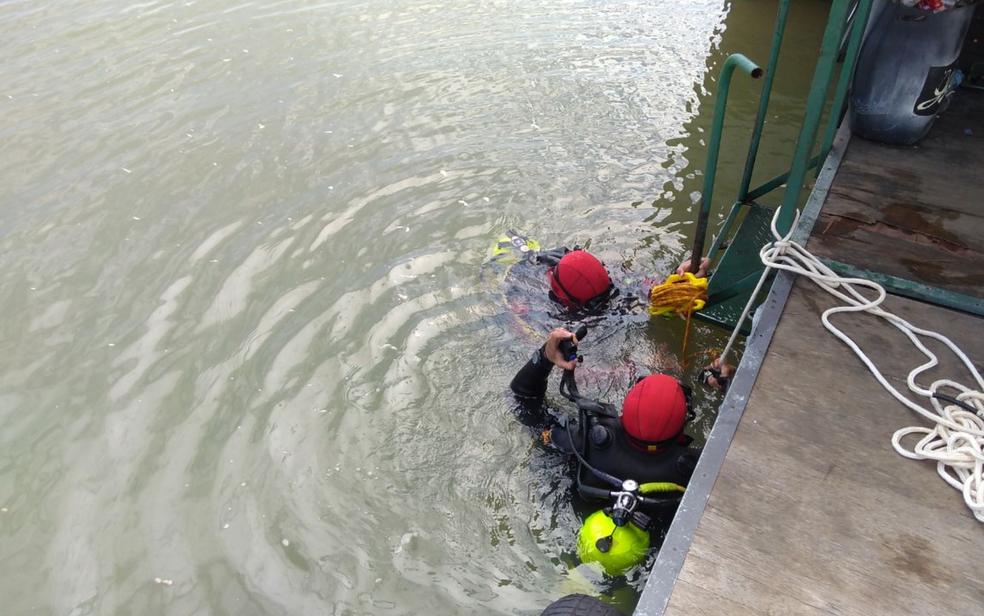 Corpo foi encontrado por bombeiros no Lago Corumbá, em Caldas Novas, Goiás (Foto: Corpo de Bombeiros/Divulgação)
