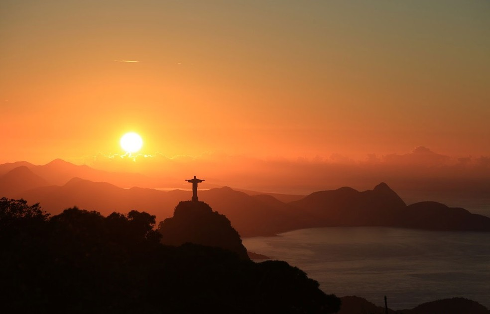 Sábado amanheceu com céu aberto no Rio e a previsão é de muito calor ao longo de todo o fim de semana (Foto: Marcos Estrella/TV Globo)