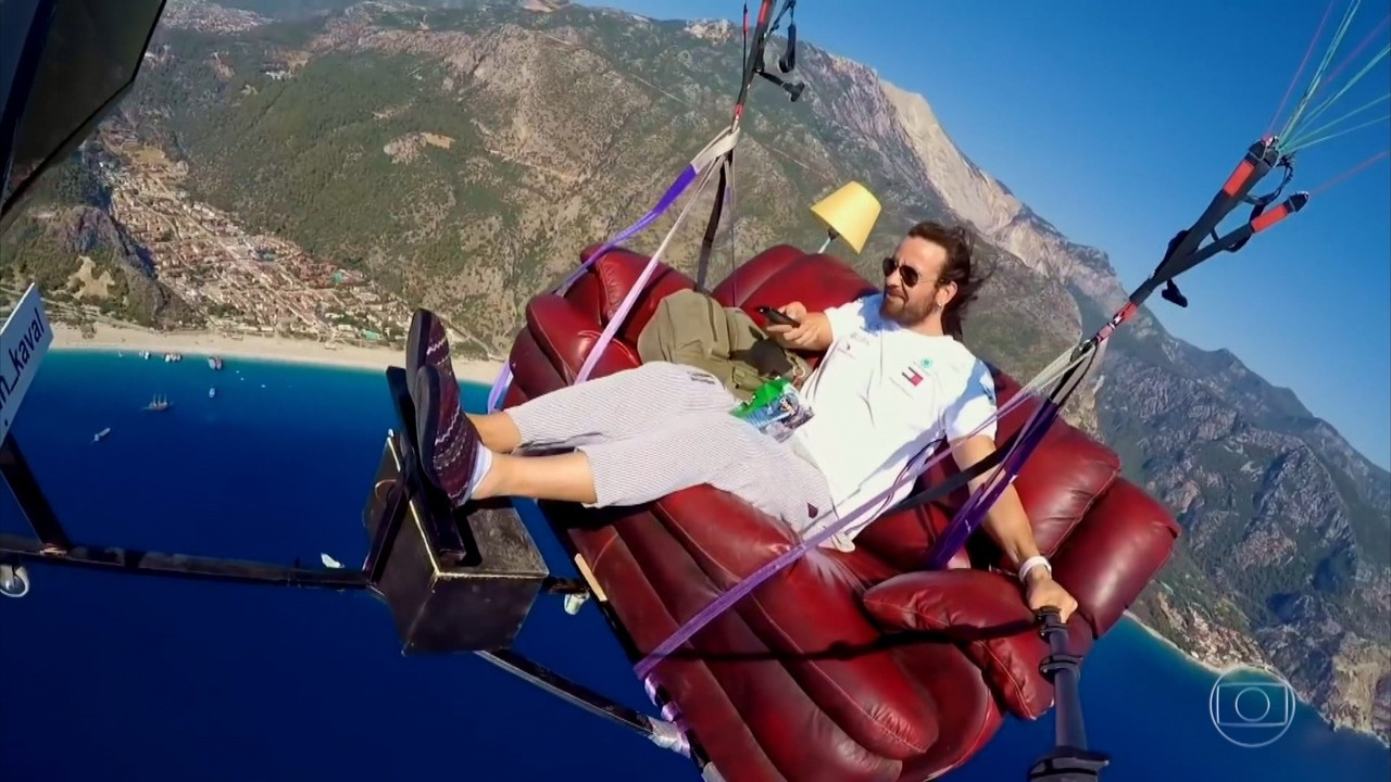 Se Vira No Mundo: voo livre de sofá, ópera no supermercado e muito mais!