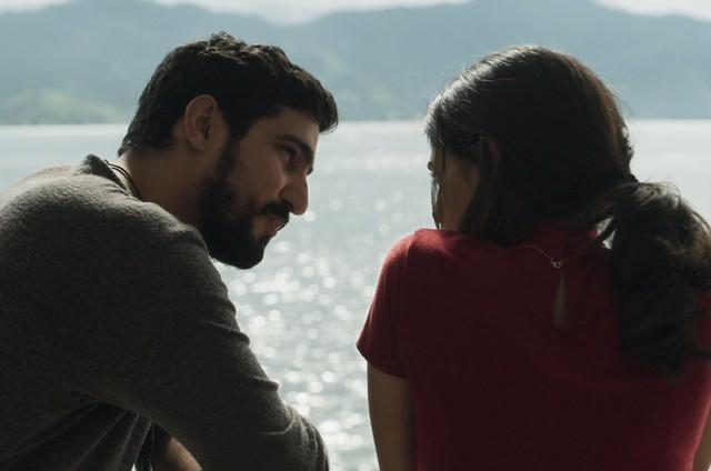 Renato Góes e Julia Dalavia em 'Órfãos da terra' (Foto: Reprodução)